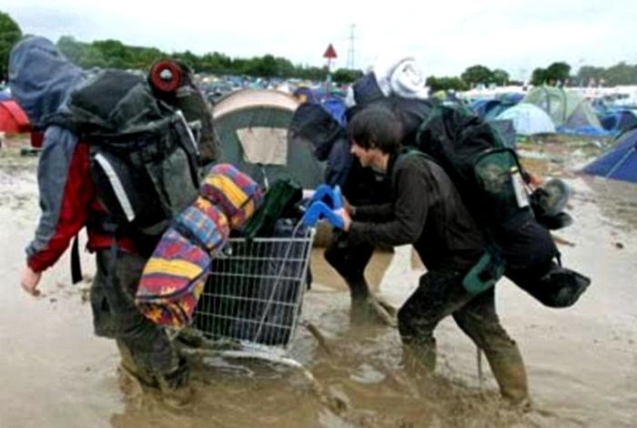 Потоп в палаточном городке.