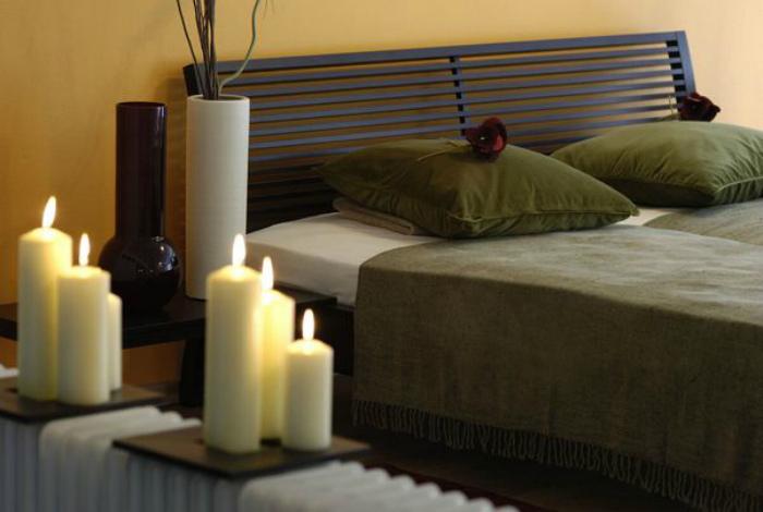Используйте свечи. | Фото: HuffPost UK.