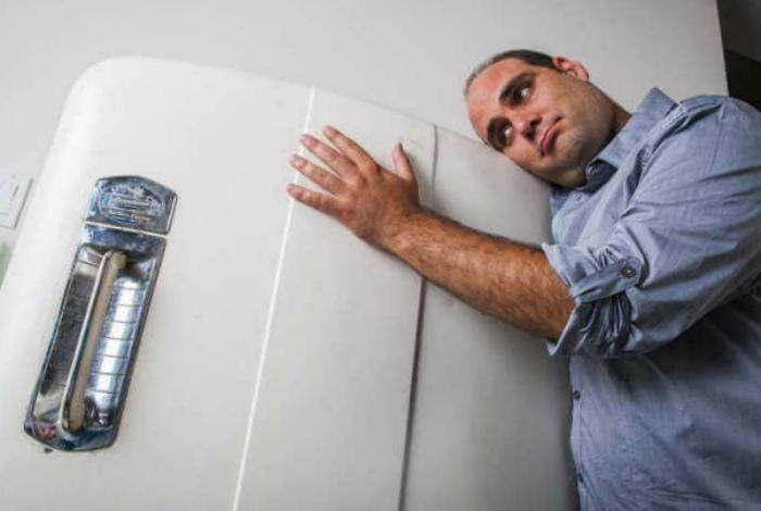 Холодильник, который громко работает. | Фото: Сам электрик.