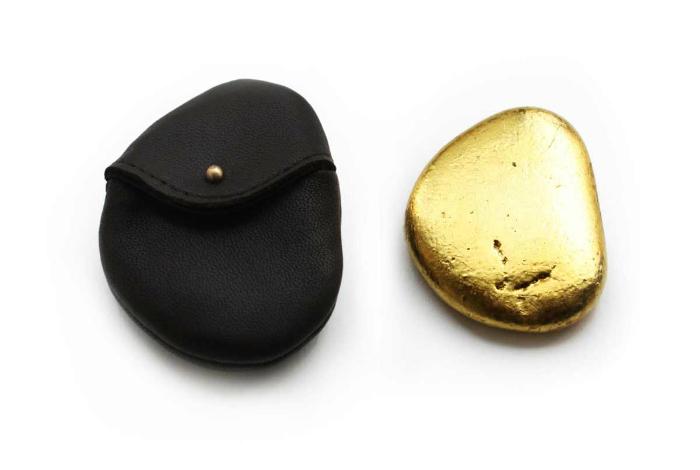 «Золотой» камень для пускания «блинчиков» от Доминика Уилкокса.