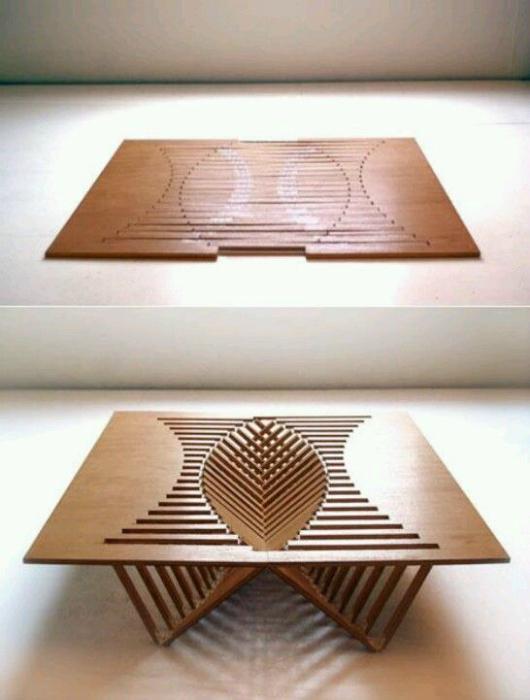 Раскладной столик из дерева.