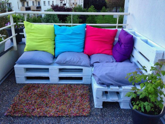 Комфортабельный угловой диван.