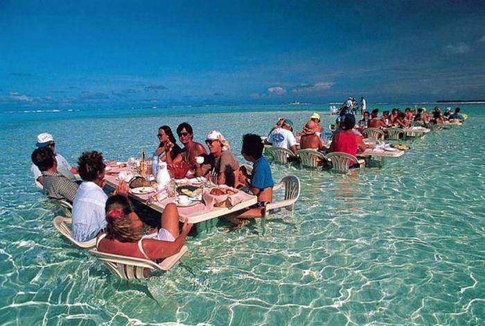 Ресторан в лагуне.
