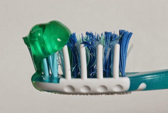 Количество зубной пасты на щетке.