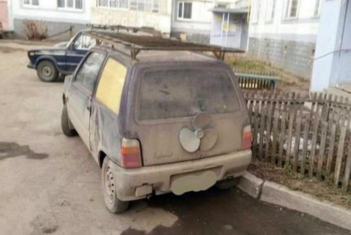 Машина с пропеллером.