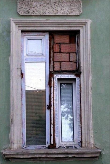 Кирпич - лучшее средство от сквозняков. | Фото: Поросёнка.нет.