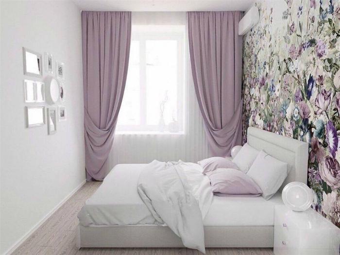 Белоснежная спальня с эффектной акцентной стеной.
