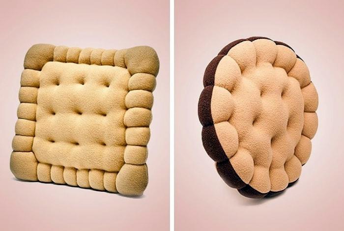 Подушки в виде печенья.