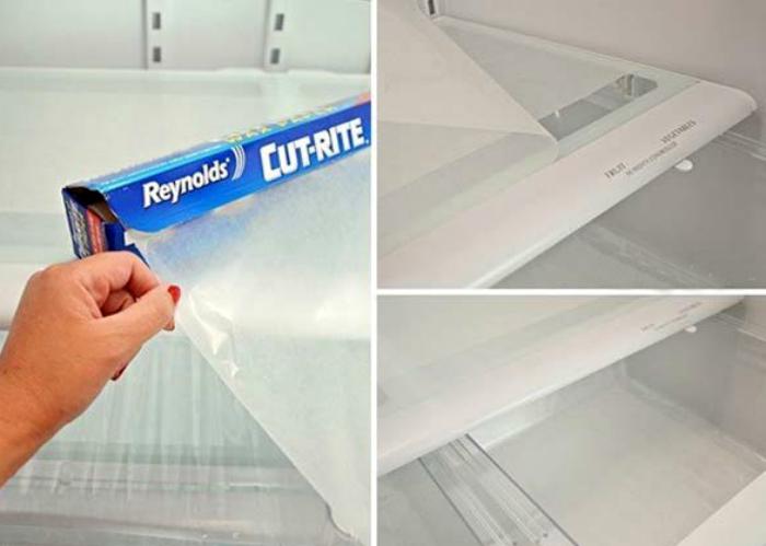 Защитная пленка на полках холодильника.