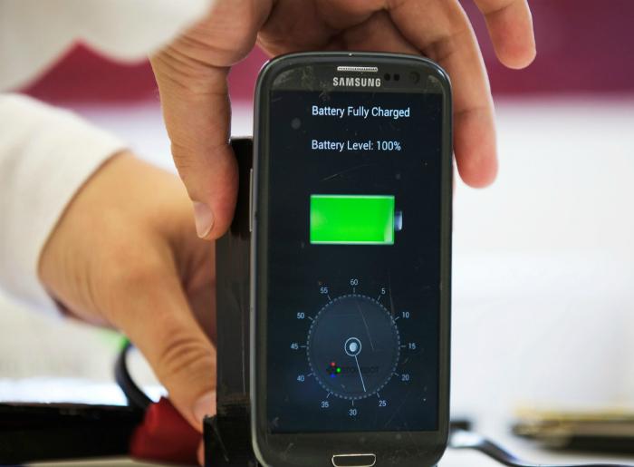 Технология сверхскоростной зарядки от StoreDot, которая позволит полностью зарядить смартфон, ноутбук, планшет или часы меньше, чем за минуту.