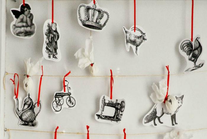 Простейший способ сделать стильные украшения: распечатать черно-белые картинки, вырезать по контуру и прикрепить на ниточки или сделать из них гирлянду.