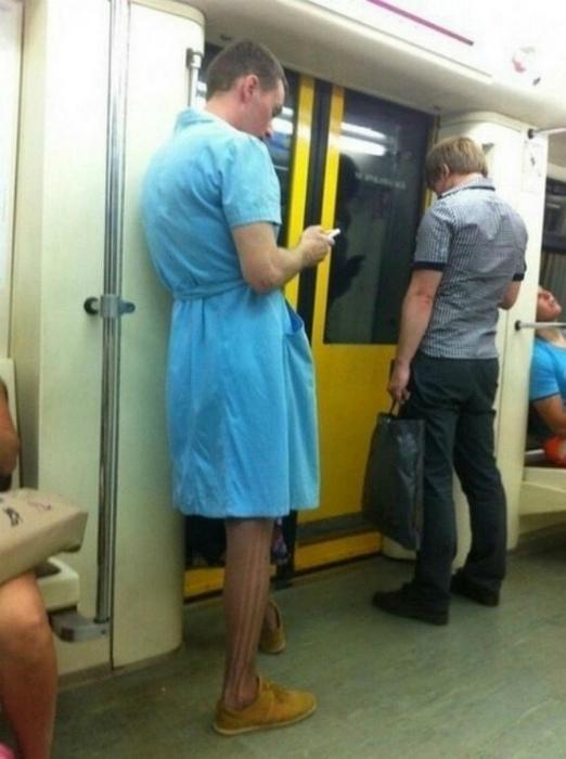Ничего необычного, просто парень в платье.