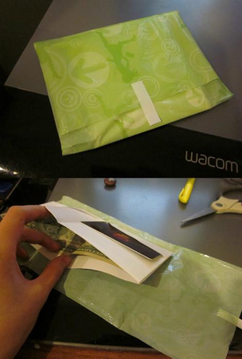 Кошелек в индивидуальной упаковке прокладки.