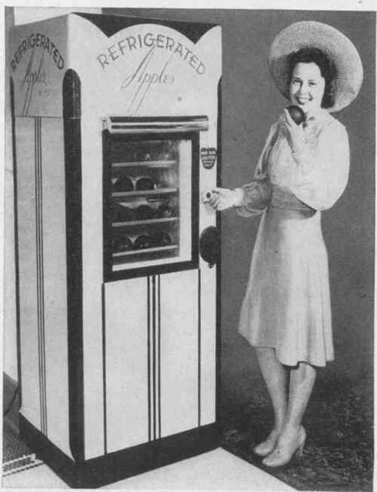 Автомат-холодильник, торгующий яблоками.