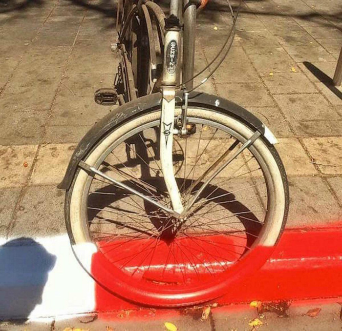 Нюансы, связанные со скоростной покраской тротуаров. | Фото: The Laughter Ward.