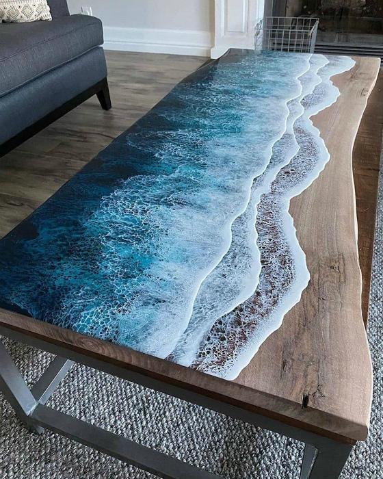 Стол с эффектом морских волн. | Фото: Clipmass.com.