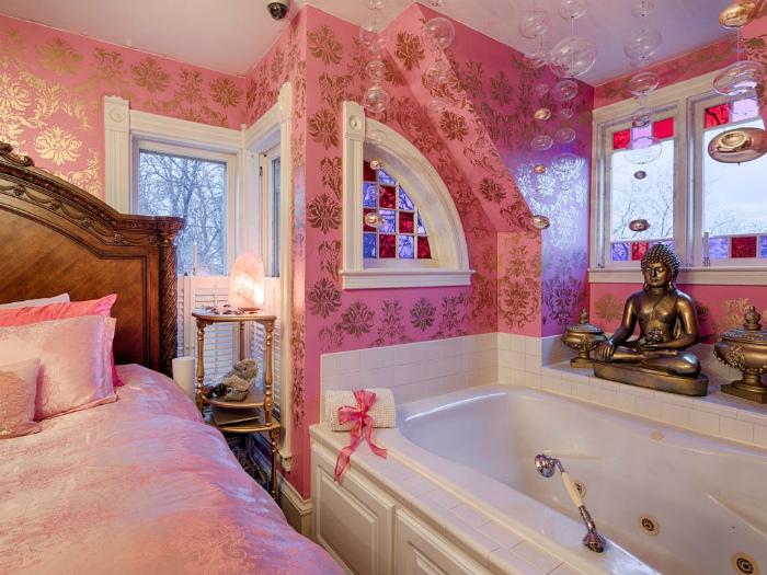 Novate.ru выяснил, какая вещь самая необходимая в спальне... | Фото: ByOwner.com.