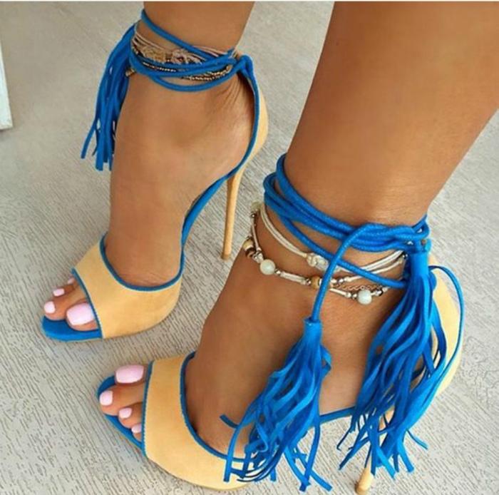 Вычурная обувь на высоких каблуках. | Фото: Trendtwitter.