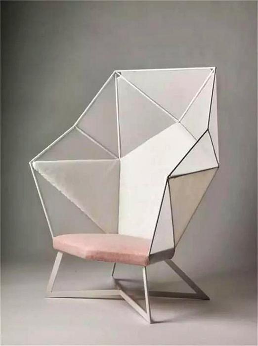 Геометрический стул от дизайнера Евы Флай.
