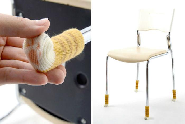 Милые носочки в виде кошачьих лапок, которые надеваются на ножки мебели, чтобы она не портила пол.