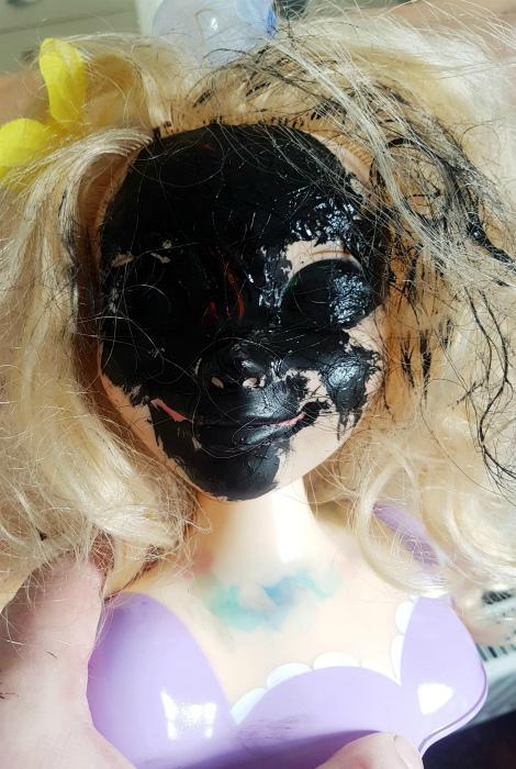 По мнению Novate.ru, это просто модная нынче «черная маска». | Фото: Reddit.