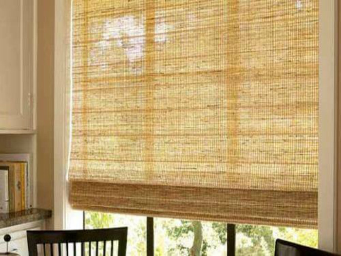 Уход за шторами из бамбука.