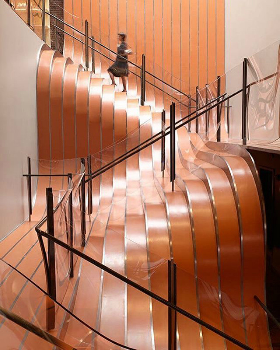 Лестница с оптическими иллюзиями.