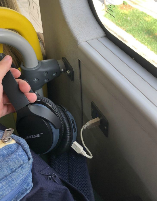 USB-разъемы в транспорте. | Фото: yo y mis circunstancias.