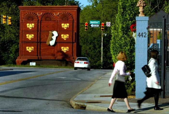 Огромный комод в Северной Каролине.