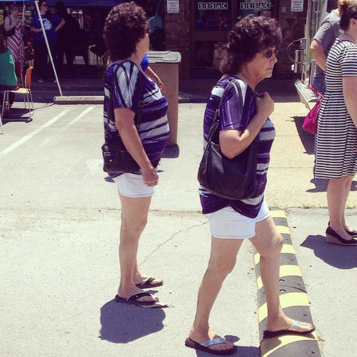 Интересно, близнецам обязательно одинаково одеваться!?