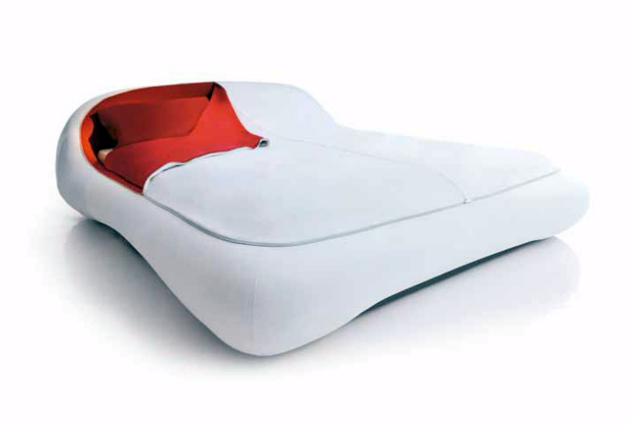 Кровать с молнией.