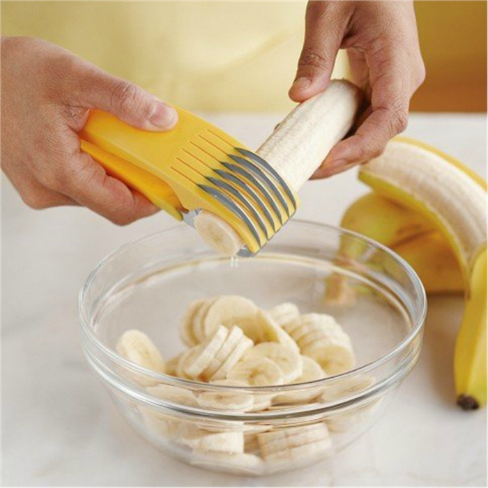Специальное приспособление, которое поможет нарезать банан аккуратными и тонкими кружочками.