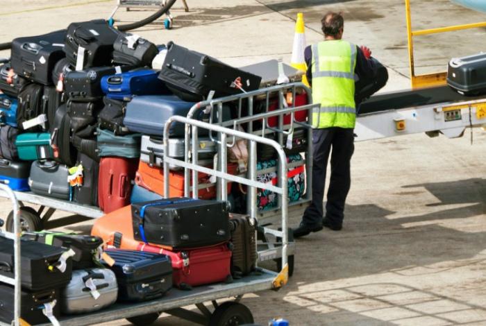 Выбор чемодана. | Фото: reactor.inform.kz.