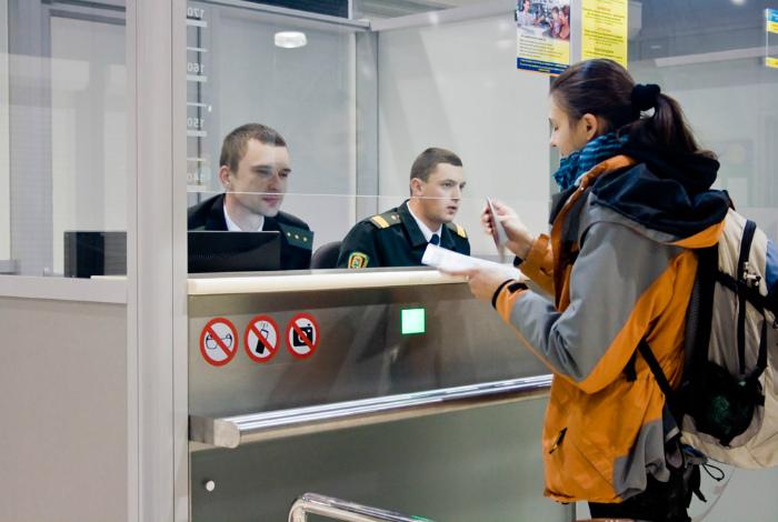 Безответственно подходить к паспортному контролю. | Фото: hrk.aero.