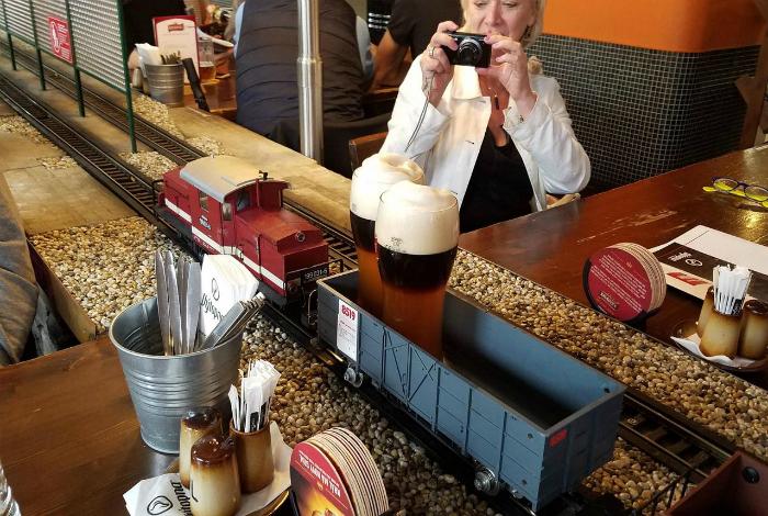 Поезд, доставляющий пиво.