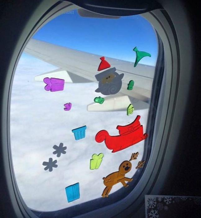 Спокойные игры в самолете. | Фото: Twizz.ru.