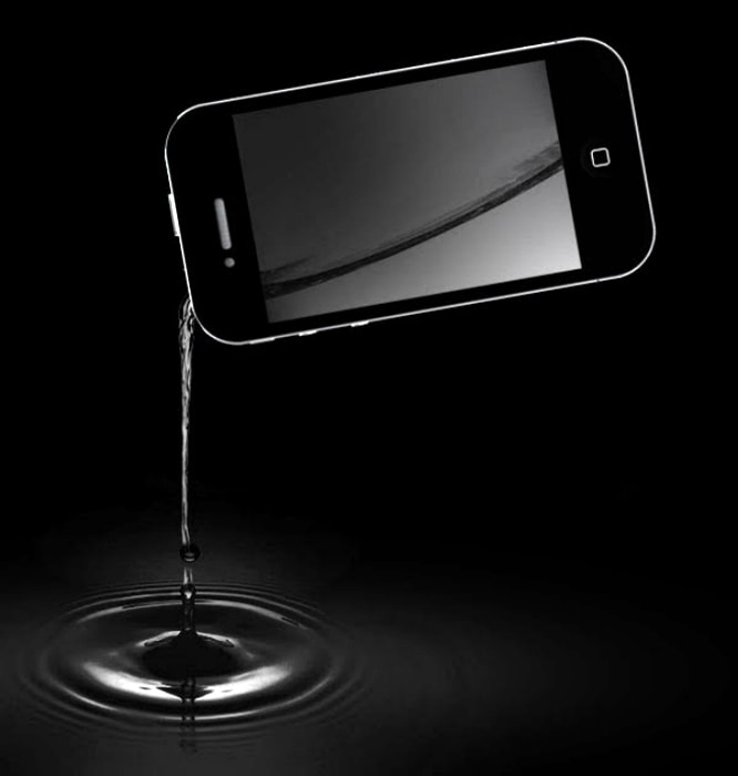 Фляжка в виде iPhone.