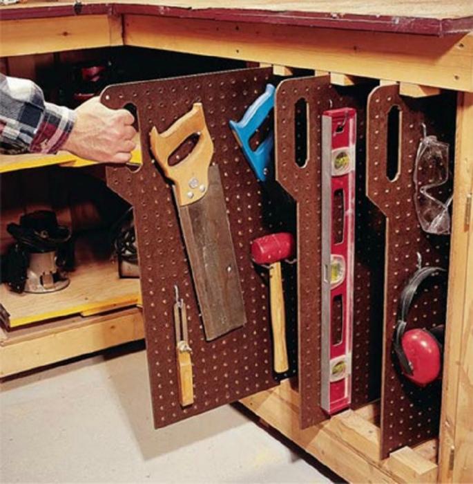 Вертикальные панели для хранения вещей.
