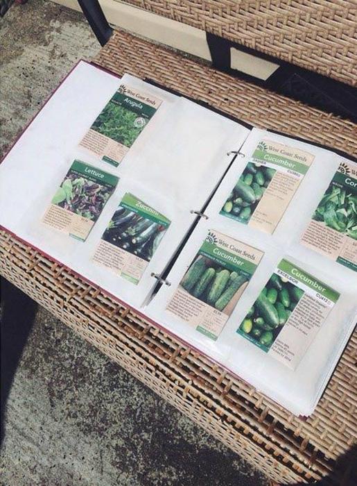 Упаковки семян в фотоальбоме.