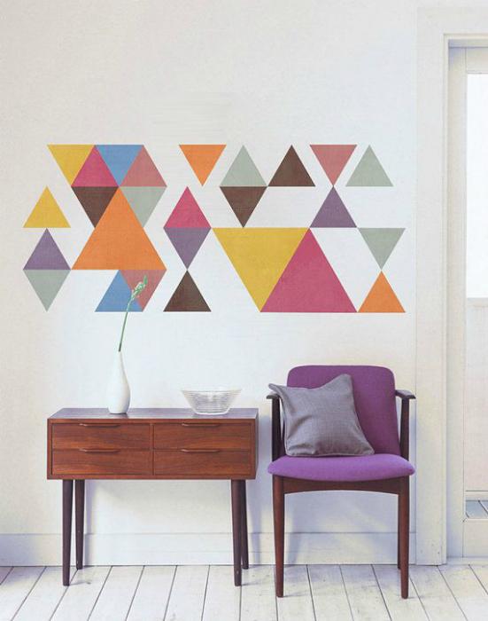 Графический рисунок на стене.