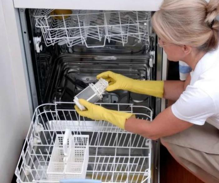 Мытье посудомоечной машины. | Фото: Электромонтаж.