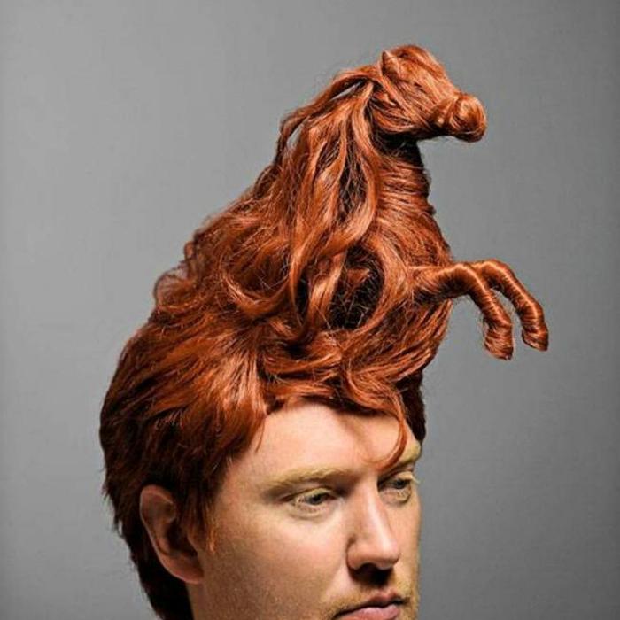 Лошадь скрученная из волос.