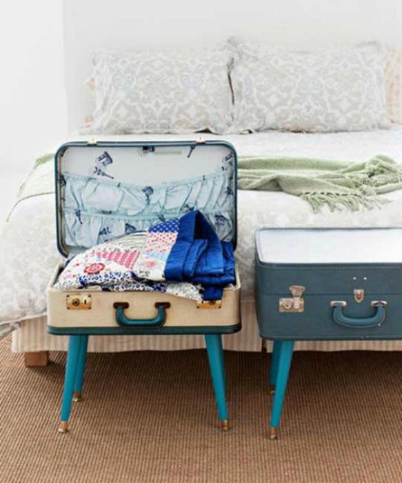 Тумбы из чемоданов.
