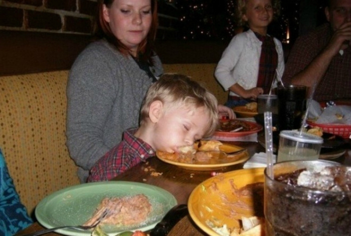 Честное слово, иногда дети, хуже пьяниц! | Фото: Приколы на Досенг.
