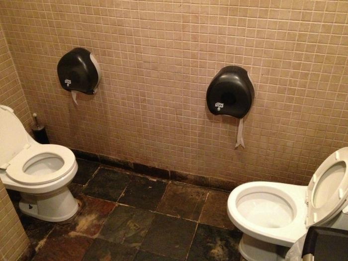 Туалет для двоих.