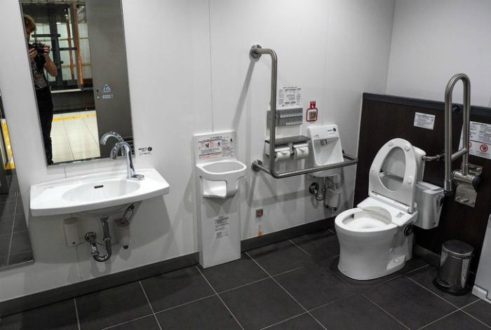 Многофункциональный общественный туалет. | Фото: AdMe.