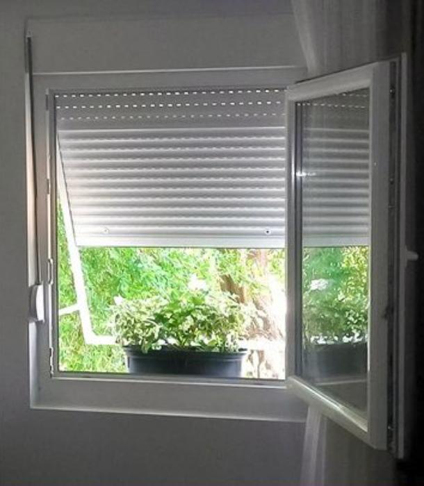 Окна без подоконников. | Фото: ПриколИсь.