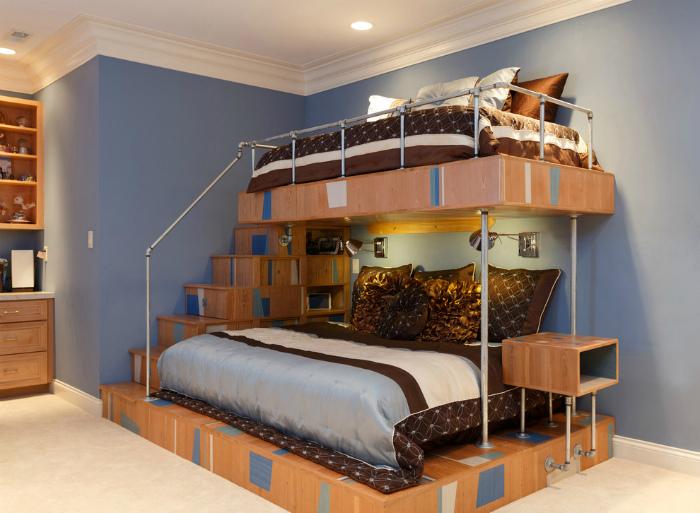 Двухъярусная кровать с системами хранения.