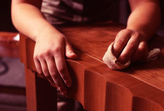 Капрон для полировки деревянной мебели.