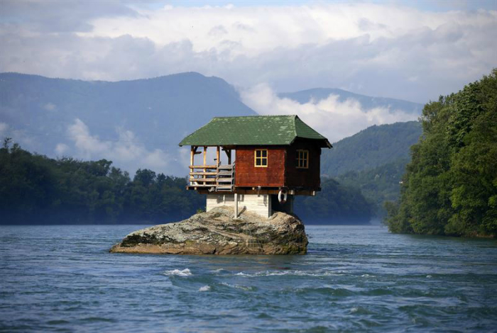 Дом на скале.